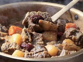 养生煲汤!这样做韩式炖牛排骨汤不油腻