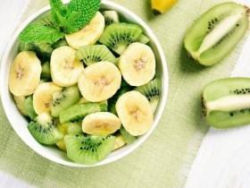年底聚餐应酬多 防血压飙高多吃香蕉、猕猴桃