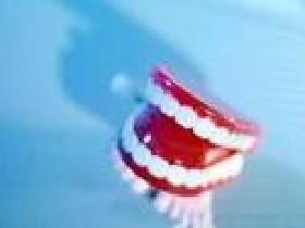 中医妙招防治老人牙齿松动