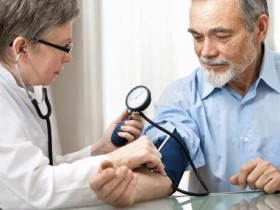超过140很紧张?老人血压高一点点很正常?