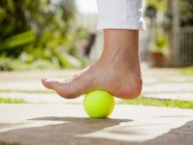1个网球+6个动作纾缓天生扁扁平足