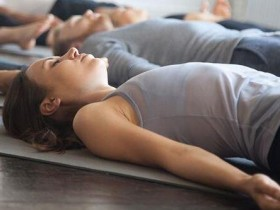 甩酸痛、抗疲劳靠神奇呼吸…躺下来做这1招对了!