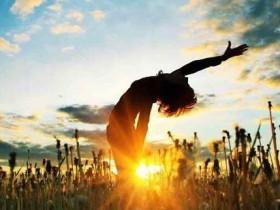 工作生活压力让你全身肌肉紧绷?15分钟放松练习助改善