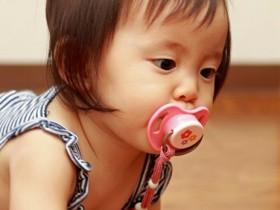 宝宝不可吸奶嘴太久 医生:有感染细菌风险