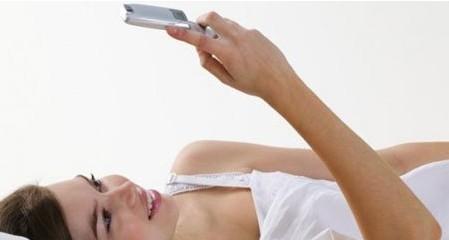 床上玩手机的10大危害
