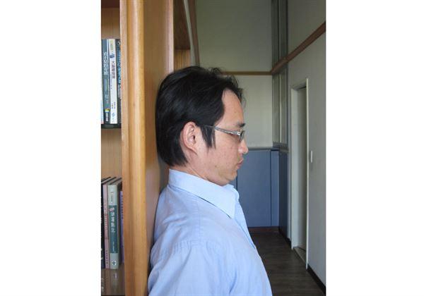 喀喀…就爱转头扭脖子 这4招有效甩开肩颈痛