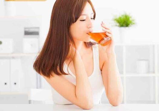 皮肤干痒是肝不好?春天养肝排毒,喝菊花枸杞茶