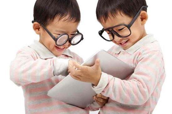 保护孩子眼睛要趁早 让爸妈悔不当初的3C保母