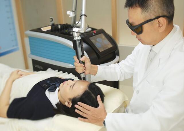 皮秒雷射搭配蜂巢式透镜肌肤问题快速祛斑尽斑