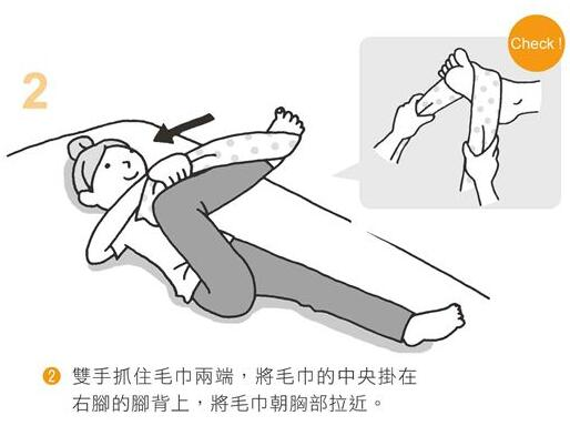 慢性腰痛反覆发作?用毛巾、椅子做2招臀部伸展操,减缓疼痛