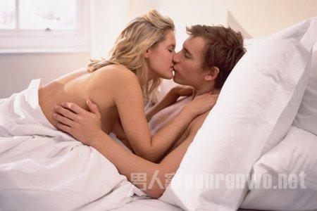 男女怎样接吻?接吻技巧大全,这样kiss才能激起女人情欲