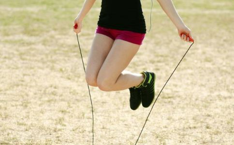 跳绳减肥法 跳绳多长时间能瘦 怎么跳绳减肥