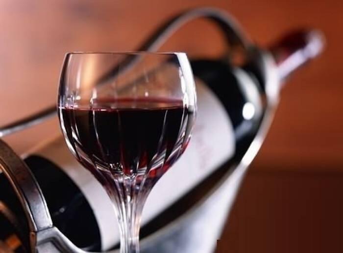 睡前喝红酒对女人有什么好处?