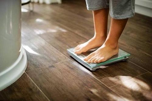 为什么冬天体重比较重 ?冬天比夏天重多少正常?